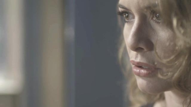 Isabel vê quando Cris desaparece diante do espelho!