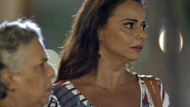 Neide fica nervosa quando encontra Murilo: 'O pai da minha filha'.