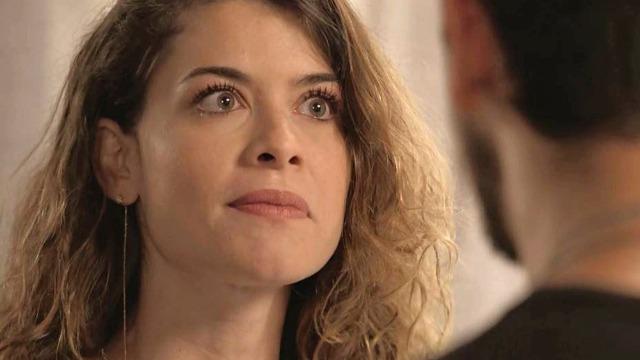Isabel procura Alain e diz que Cris não vai voltar a Rosa Branca: 'Nunca mais'