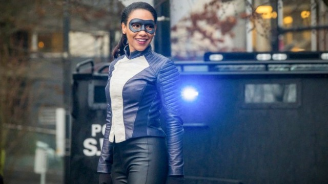 No episódio 'Corre, Iris, Corre', Iris recebe a velocidade de Barry quando a equipe enfrenta um meta com habilidade de trocar o DNA das pessoas. Já no episódio 'Nula e Irritado', Barry e Ralph tentam encontrar os meta restantes, e Breacher retorna para pedir um favor a Cisco.
