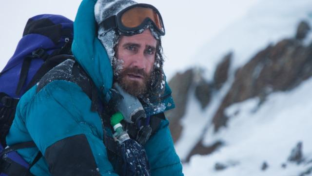 No ano de 1996, dois grupos de alpinistas liderados por Rob e Scott se unem na tentativa de escalar o Monte Everest, mas uma grande nevasca coloca a vida de todos em risco. Com a esposa grávida, Rob é menos aventureiro que Scott, se preocupando com a segurança dos membros de sua equipe. Ele lutará bastante para tentar proteger a todos.