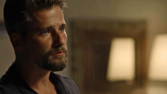 Gabriel se desespera ao descobrir mortes. Luz percebe agitação do ex e o tranquiliza ao tocar em sua testa.