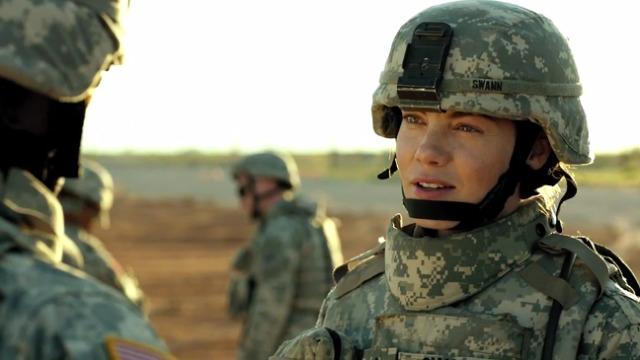 Após um longo período no Afeganistão, a médica do Exército norte-americano Maggie Swan volta para casa e tenta se adaptar à nova vida. Assombrada pelas memórias da guerra, ela tentará se reconectar com o filho, um menino de cinco anos que praticamente não a conhece. Assim que consegue se estabilizar, Maggie terá sua vida abalada pela possibilidade de uma nova viagem a serviço.