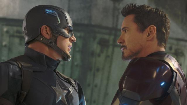 Steve Rogers é o atual líder dos Vingadores, super-grupo de heróis formado por Viúva Negra, Feiticeira Escarlate, Visão, Falcão e Máquina de Combate. O ataque de Ultron fez com que os políticos buscassem algum meio de controlar os super-heróis, já que seus atos afetam toda a humanidade. Tal decisão coloca o Capitão América em rota de colisão com Tony Stark, o Homem de Ferro.