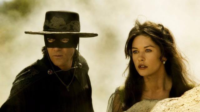 Depois de perder sua filha e sua esposa, Don Diego é preso e fica mais de 20 anos na prisão. Quando consegue fugir, Don Diego trata Alejandro Murrieta como seu pupilo e planeja transformá-lo num novo Zorro.