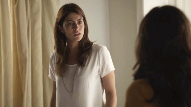 Elias descobre gravidez e Laila vai para cima de Helena: 'Deixa minha família em paz'