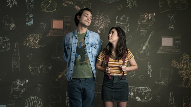 'Shippados' é uma sitcom sobre jovens adultos neuróticos navegando o complexo mundo dos relacionamentos modernos, onde tudo é mediado por redes sociais e aplicativos.