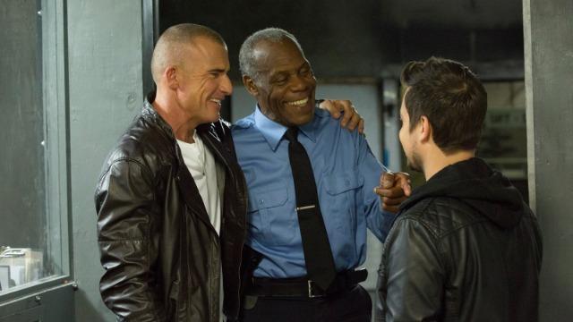 David é um experiente líder da SWAT. Um dia, é obrigado a ter como companhia o arrogante ator Brody que, por ter cometido uma delinquência, teve de prestar serviço social. Ao chegarem a um local de treinamento que foi invadido por mercenários, percebem que deverão unir forças para escapar com vida.