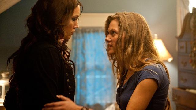 Amanda e Hailey passam a morar juntas e tornam-se amigas. Em comum, as duas foram vítimas de violência familiar e conjugal e, agora, querem esquecer o passado. Mas não será tão fácil começar a vida de novo, já que o ex-namorado de Amanda reaparece, ameaçando as duas garotas e revelando informações sombrias sobre Hailey.