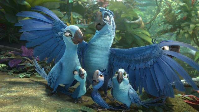 Blu vive feliz no Rio de Janeiro ao lado da companheira Jade e seus três filhotes, Carla, Bia e Tiago. Seus donos, Linda e Túlio, estão agora na floresta amazônica, fazendo novas pesquisas. Por acaso, eles encontram a pena de uma ararinha azul, o que pode significar que Blu e sua família não sejam os últimos da espécie. Após vê-los em uma reportagem na TV, Jade insiste para que eles partam para a Amazônia. Blu inicialmente reluta, mas acaba aceitando a ideia. Assim, toda a família parte em uma viagem pelo interior do Brasil rumo à floresta amazônica sem imaginar que, logo ao chegar, encontrarão um velho inimigo: Nigel.