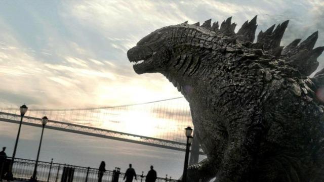 Joe Brody criou o filho sozinho após a morte da esposa em um acidente na usina nuclear em que ambos trabalhavam, no Japão. Ele nunca aceitou a catástrofe e, 15 anos depois, continua remoendo o acontecido, tentando encontrar alguma explicação. Ford Brody, agora adulto, é soldado do exército americano e precisa lutar desesperadamente para salvar a população mundial - e em especial sua família - do gigantesco, inabalável e incrivelmente assustador monstro Godzilla.