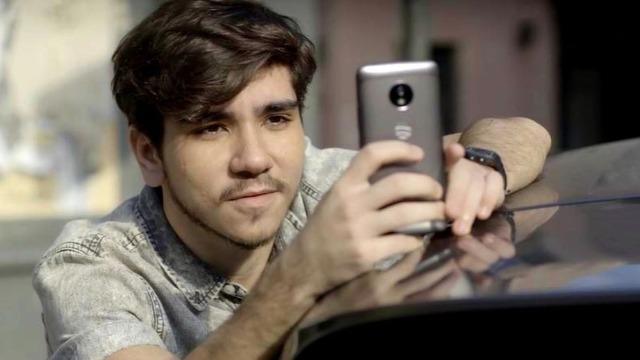 Tadeu segue babá de Nina e tira fotos da filha biológica de Rita