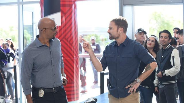 Episódio 'Qual a jogada?': Cole precisa conversar com Natalie sobre seu relacionamento. Murtaugh faz uma amizade improvável.