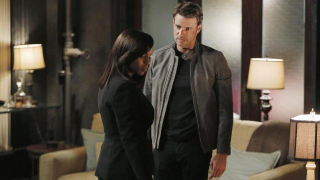 Episódio 'Onde o Sol não Brilha': Quinn e Huck revelam uma conspiração. Jake vai atrás de Rowan, enquanto o presidente acaba subestimando Andrew.
