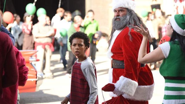 Episódio 'Papai Noel Malvado': Enquanto Cole mergulha no espírito de férias, Murtaugh tenta convencer RJ a voltar para casa durante as festas de fim de ano.