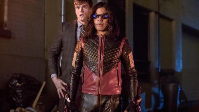 Episódio 'Jornada Alongada Pela Noite': Enquanto Breacher, pai de Gypsy, decide perseguir Cisco, Barry vai atrás do seu antigo nêmesis, Ralph Dibny.