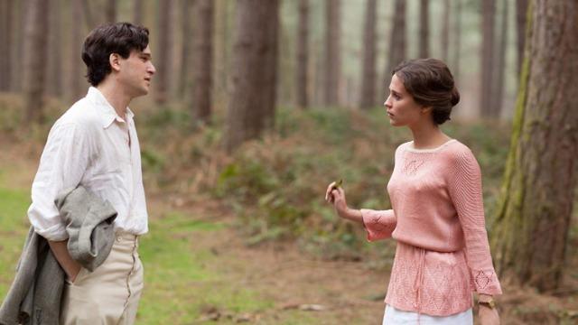 Vera Brittain relembra sua dura juventude durante a primeira guerra mundial, quando, aos 17 anos, vivenciou a perda e o luto de seus amigos em seu ofício voluntário de enfermeira.
