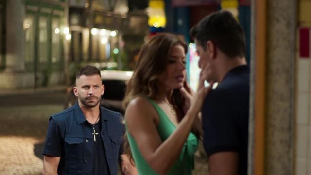 Madureira flagra Marco e Carla aos beijos.