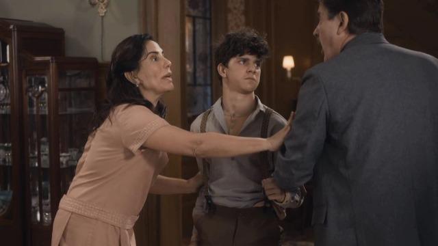 Alfredo foge de casa após Júlio descobrir mentira do filho.