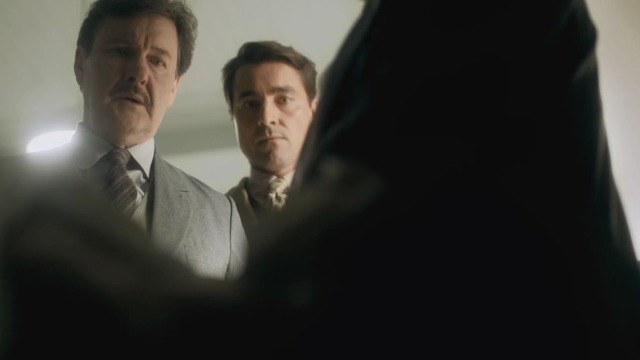 Júlio precisa reconhecer corpo após sumiço de Alfredo.