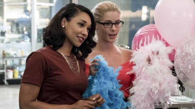 Episódio 'Noite das Garotas': Caitlin teme que seu passado volte para assombrá-la, enquanto Felicity ajuda a preparar a despedida de solteira de Iris.
