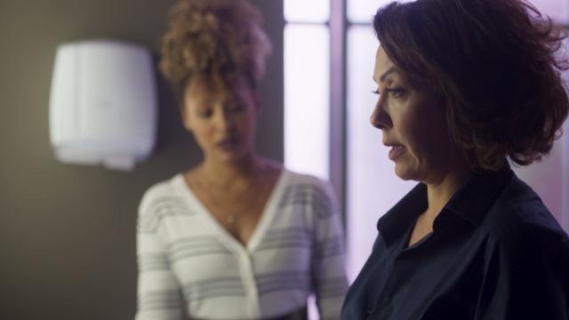 Nana passa mal e Gisele pergunta se ela está grávida.