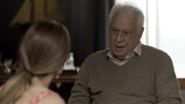 Alberto diz que Paloma pode ir embora para sempre.