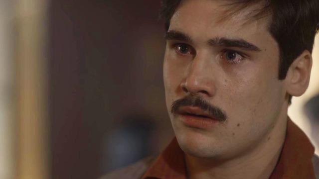 Alfredo flagra Júlio com Marion