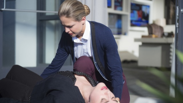 Episódio 'De uma Vez por Todas': Morgan Edge acusa Lena de planejar um atentado contra sua vida e Kara entra na história para ajudar sua amiga.