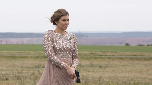 Episódio 'Sra. & Sr. Trowbridge': Na França, Will e Frankie precisam fingir que são um casal para se infiltrar em um casamento e capturar um assassino.