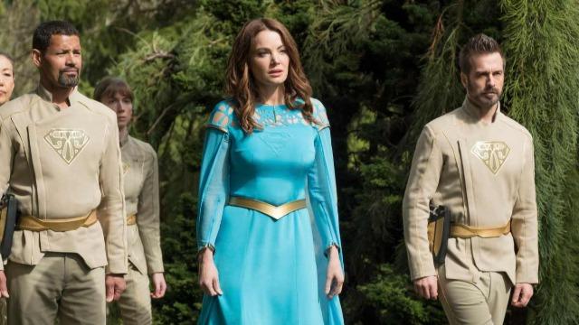Episódio 'Lado Escuro da Lua': Supergirl fica chocada ao descobrir que uma parte de Krypton sobreviveu. Enquanto isso, Alex é atacada quando está fora com Ruby, e Lena considera até onde vai para manter Reign contida.