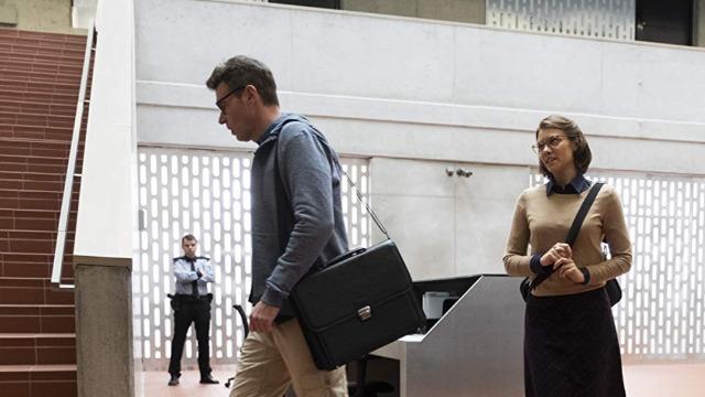 Episódio 'Cinco Espiões e um Bebê': Após o resgate de um bebê, a equipe de Will e Frankie embarcam em uma missão para acabar com uma rede de tráfico de seres humanos.