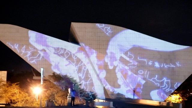 Episódio 'Tecnologia e Cultura': Com o uso da tecnologia para criar novas formas de cultura, Brasília se enche de artistas geniais que utilizam do improviso, experiência e criatividade para promover a cidade da melhor forma.