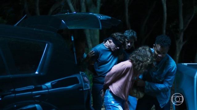 Rita e Rui são sequestrados e levados para cativeiro.