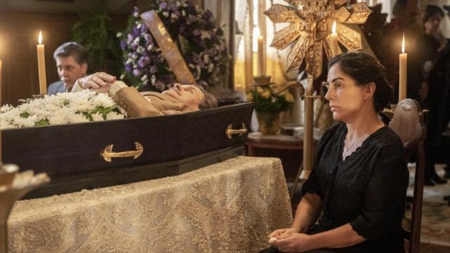 Após a morte de Julio, família precisa fazer sacrifícios.