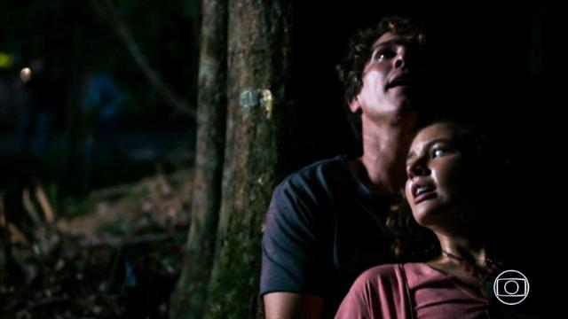 Rui e Rita escapam do cativeiro e são perseguidos pelos bandidos.