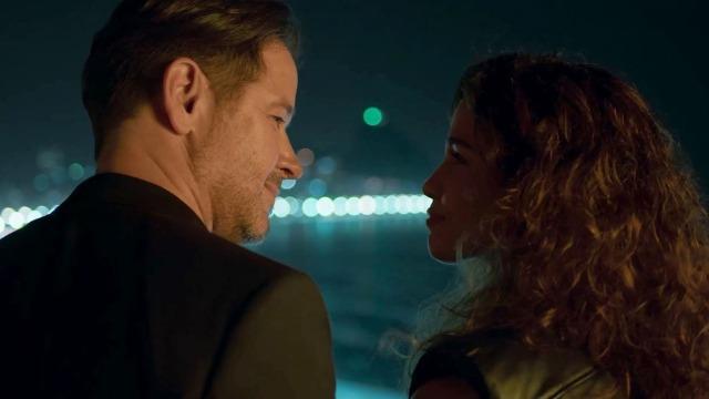 Raul e Érica passam a noite juntos e ele se declara.