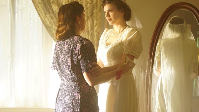 Episódio 'Ilusão': Peggy e o SRR descobrem que a bela estrela de Hollywood Whitney Frost guarda um perigoso segredo, sendo mais do que apenas um rosto bonito.