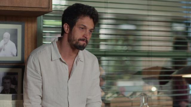 Marcos desabafa com Nana sobre paixão de Alberto por Paloma.