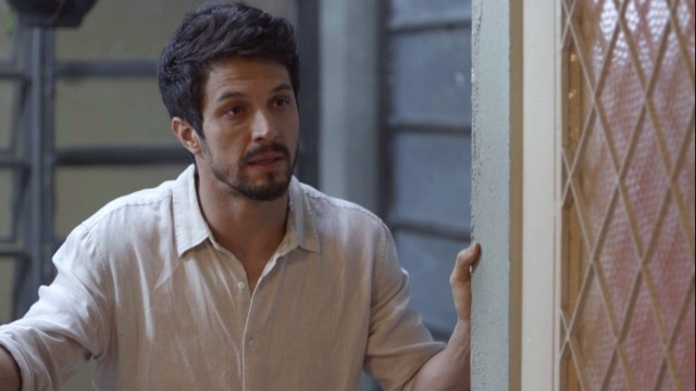 Marcos procura Paloma e pede perdão.
