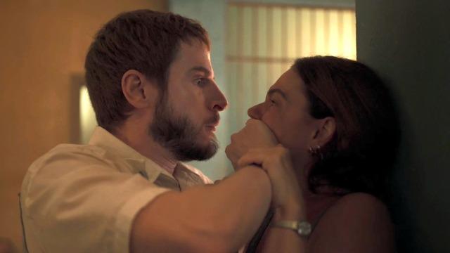 Vicente perde a cabeça quando descobre romance entre Betina e Magno.
