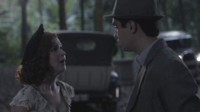 Carlos briga com Mabel e dispara: 'Você gosta de mentir!'. O filho de Lola repreende a namorada após descobrir que ela mentiu para fingir ser rica.