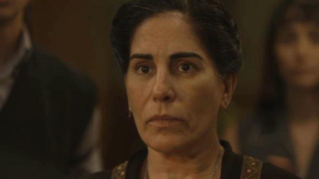 Lola descobre dívida deixada por Júlio e se desespera.