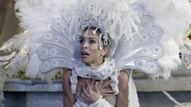 Últimos capítulos: Paloma é humilhada e tem fantasia rasgada por Silvana.
