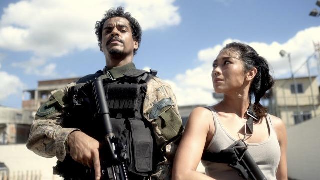 A história de Mikhael, um sargento incorruptível, comandante de uma equipe do Bope no Rio de Janeiro. Depois de se envolver em uma operação que terminou em chacina, ele é transferido para uma unidade policial no interior do estado.