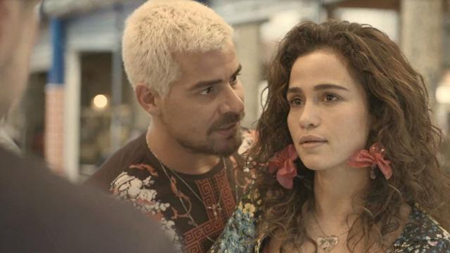 Érica arma barraco ao ver Raul e Vitória juntos