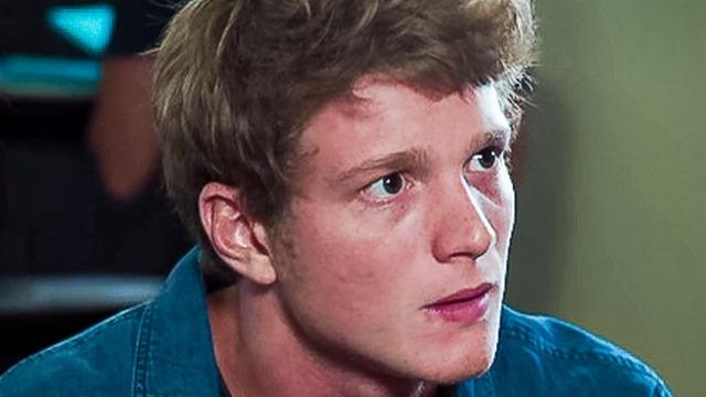 Filipe presta queixa do sumiço de Rita e vira suspeito.