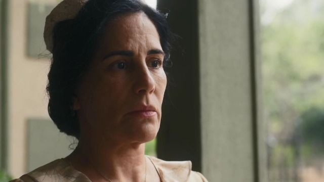 Lola descobre que 'foi traída' por Afonso.
