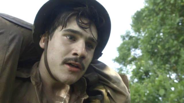 Alfredo promete salvar Tião, seu amigo que tomou um tiro na guerra para lhe salvar.