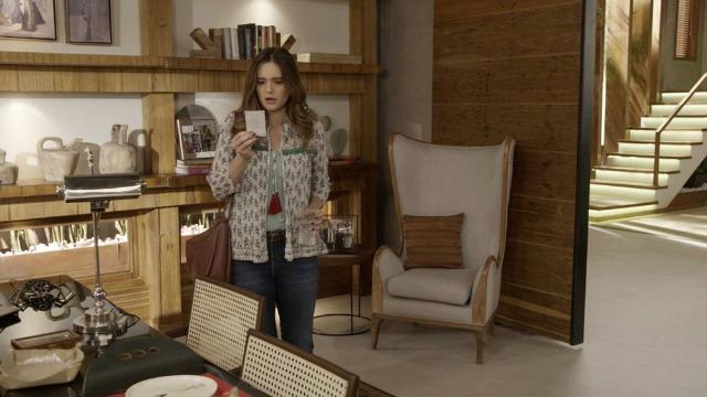 Luna se surpreende ao encontrar santinho idêntico ao dela na casa de Helena